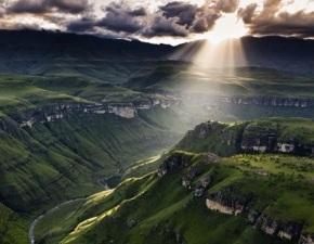 4. Genügt das bloße Licht der Vernunft, um das Mysterium Gottes zuerkennen?